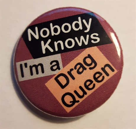 Button 32mm: Nobody knows I am a Dragg queen