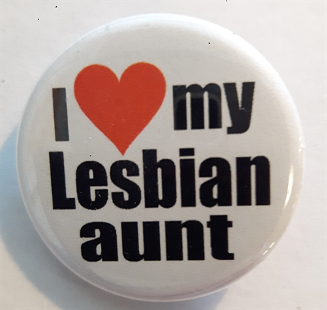 Button 32mm: I love my Lesbian aunt
